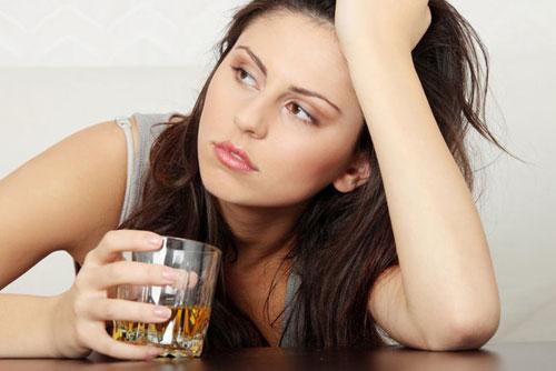 Nằm mơ thấy mình đang uống rượu say xỉn