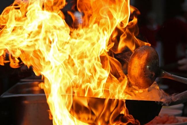 Chuyện lạ về nhà tang lễ bốc cháy vì thiêu người chết quá béo