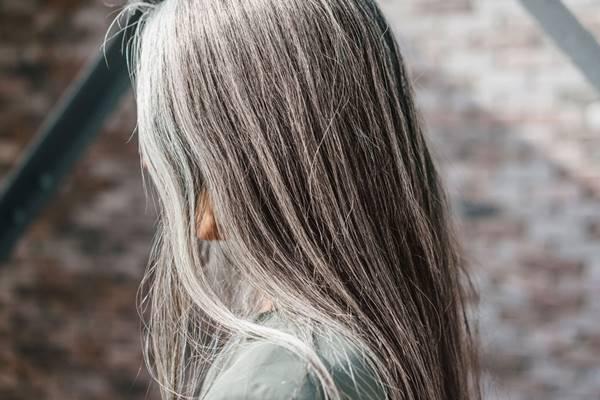 Giải mã giấc mơ thấy tóc bạc là điềm báo tốt hay xấu