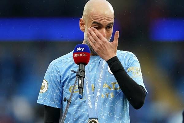 Pep Guardiola khóc nức nở chia tay công thần Aguero