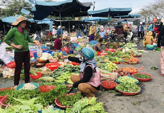 Mơ thấy đi chợ đánh con gì? Chiêm bao thấy rau, thịt lành hay dữ?